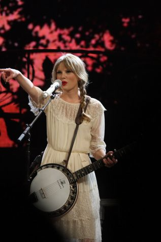 Taylor Swift Speak Now Tour by Eva Rinaldi Celebrity Photographer is licensed under CC BY-SA 2.0